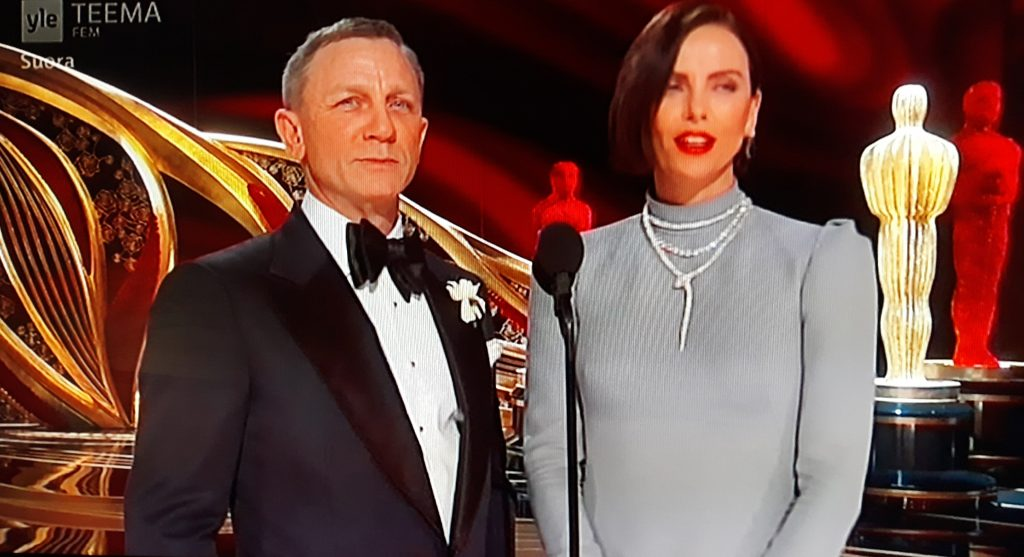 Daniel Craig gave the best supporting actor Oscar to
