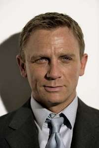This image has an empty alt attribute; its file name is DanielCraig3.jpg